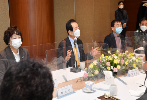 PM encourages medical experts in Daegu