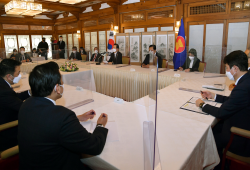 PM meets Southeast Asian envoys